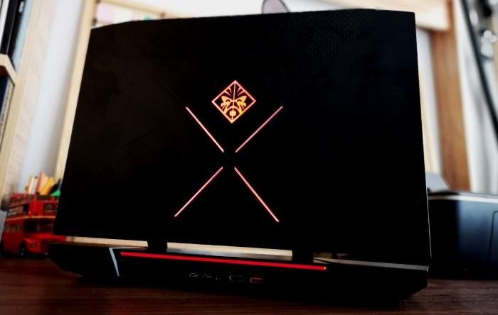 Podświetlany tył laptopa prezentuje się bardzo dobrze /INTERIA.PL