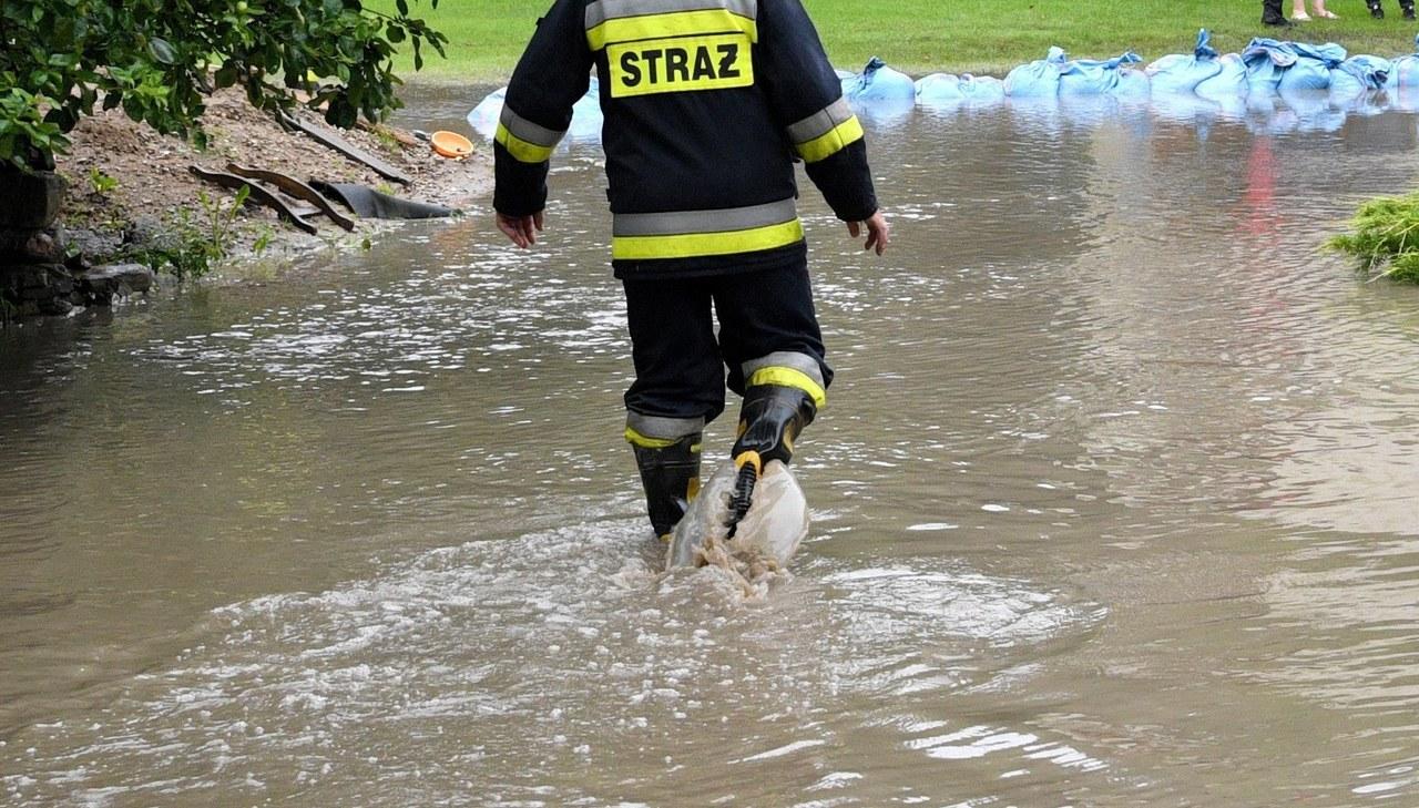 Podtopienia na południu Polski. Zalane posesje, przekroczone stany alarmowe