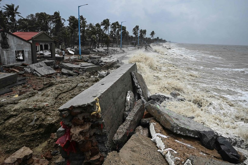 Podtopienia w Indiach po tym jak nad Zatoką Bengalską przeszedł cyklon Yaas. /AFP