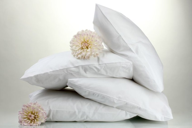 Poduszki i kołdrę należy regularnie prać /123RF/PICSEL