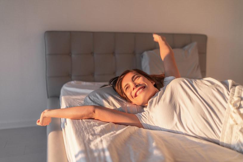 Poduszki są wspaniałym dodatkiem do domowego rozciągania /123RF/PICSEL