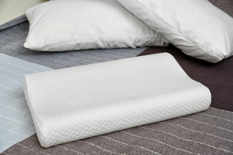 Poduszki z pianki nie można wkładać do pralki /123RF/PICSEL