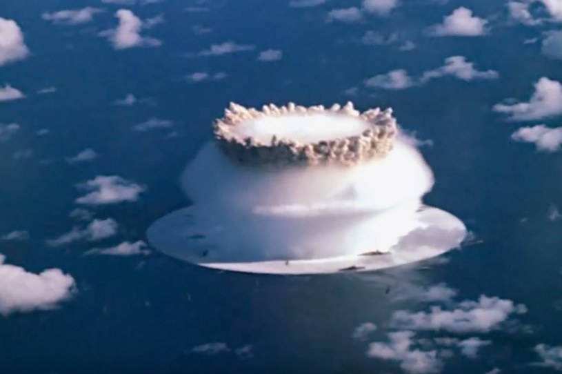 Podwodne wybuchy nuklearne mogą wywołać niszczycielskie tsunami /YouTube