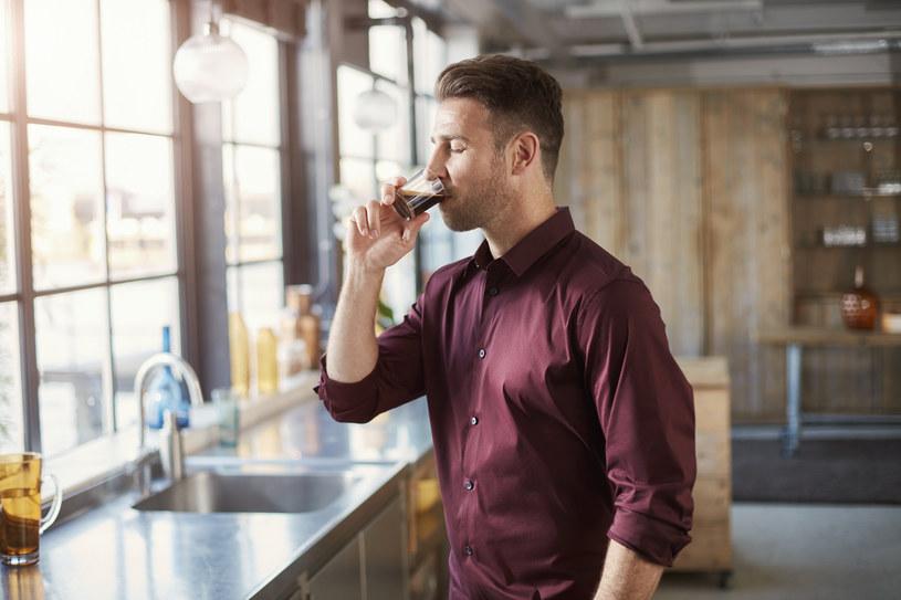 Podwójne espresso pijają osoby solidne i praktyczne, oddane swojej pracy, kierujące się w życiu zdrowym rozsądkiem i logiką /materiały promocyjne