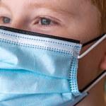 Podwójne maseczki lepiej chronią przed SARS-CoV-2, ale nie zawsze