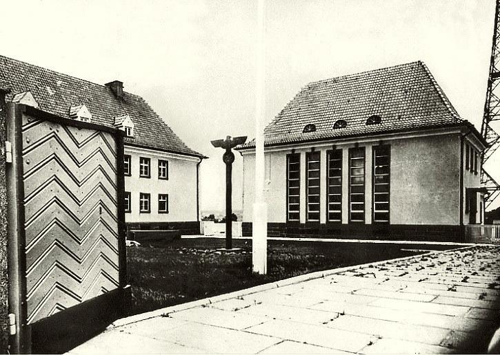 Podwórko nowej gliwickiej radiostacji na zdjęciu archiwalnym. Źródło: www.pnn.de /Odkrywca