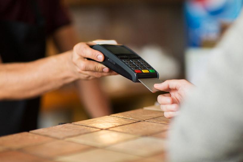 Podwqójne księgowanie w kolejnym banku /123RF/PICSEL