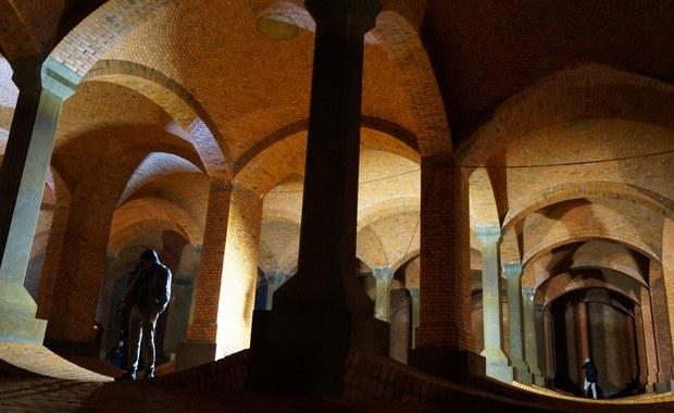 """""""Podziemna katedra"""" pod Łodzią. Są w niej gigantyczne pomieszczenia"""