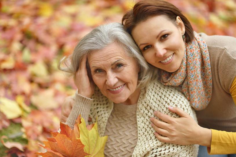 Podziwiasz mamę z całego serca. I ciągle uważasz, że nie dorastasz jej do pięt /123RF/PICSEL