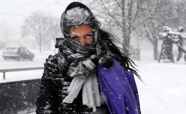 Pogoda nieznacznie poprawi się dopiero w weekend /AFP