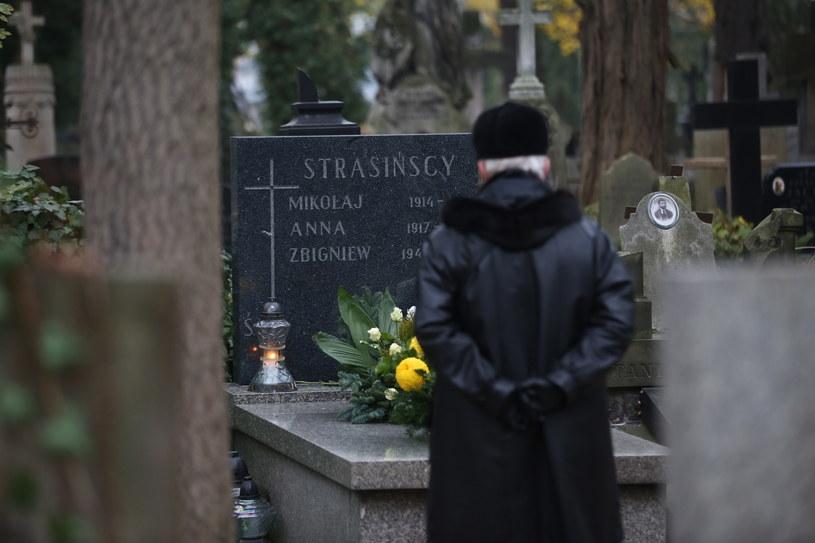 Pogoda sprzyja dziś wizytom na grobach bliskich /Rafał Guz /PAP