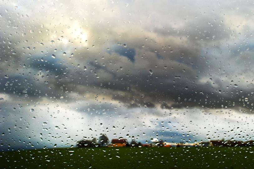 Pogoda w najbliższych dniach będzie bardzo niespokojna i groźna - prognozujemy gwałtowne burze, lokalnie z gradem, i ulewy. /AFP