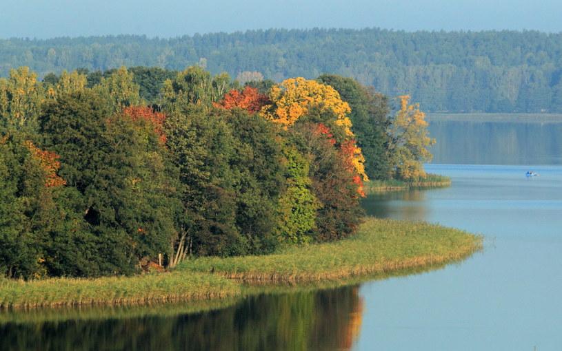 Pogodna jesień nad jeziorem Wulpińskim /Tomasz Waszczuk /PAP