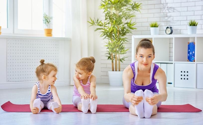 Pogodzenie aktywności z macierzyństwem jest znacznie prostsze, jeśli zaszczepisz w dziecku podobne zainteresowania /Pixel