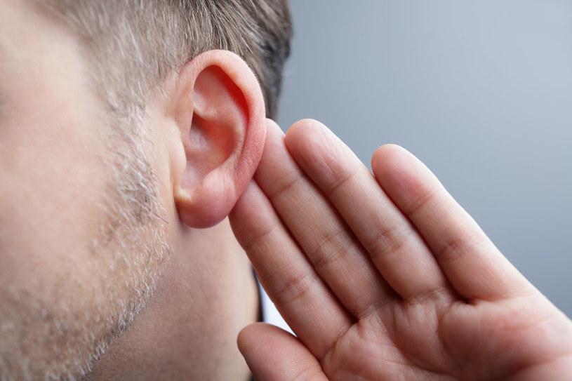 Pogorszenie słuchu /©123RF/PICSEL
