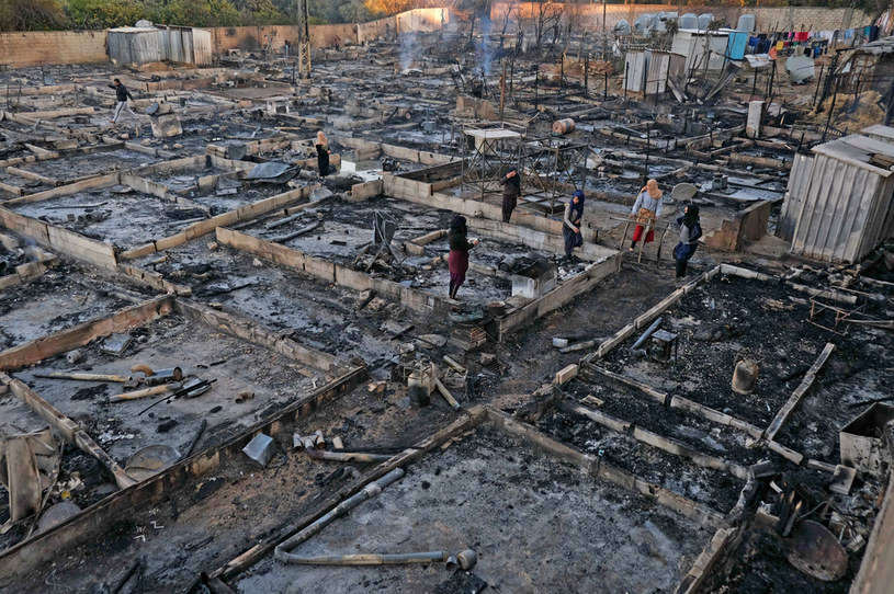 Pogorzelisko na terenie obozowiska dla uchodźców, Liban, 27 grudnia 2020 /IBRAHIM CHALHOUB / AFP /AFP