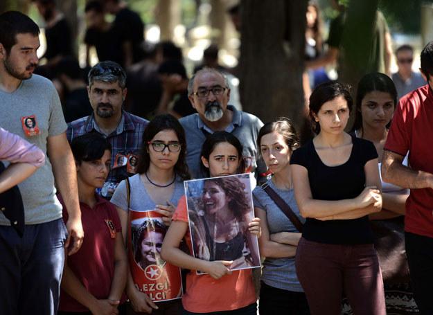 Pogrzeb jednej z ofiar zamachu w Suruc /OZAN KOSE /AFP