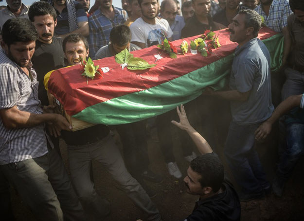Pogrzeb jednej z ofiar zamachu w Turcji /BULENT KILIC /East News