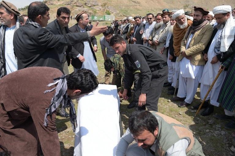 Pogrzeb jednej z ofiar zamachu /SHAH MARAI / AFP /AFP