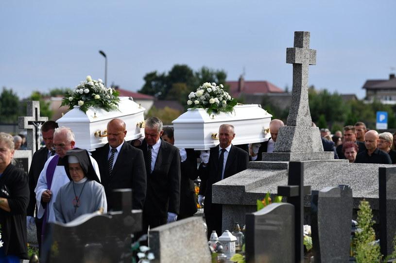 Pogrzeb matki i córki, które zginęły w tragicznym wypadku /PAP/Piotr Polak /PAP