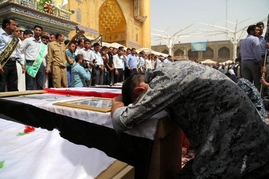 Pogrzeb ofiar zamachu, przeprowadzonego przez islamistów /KHIDER ABBAS /PAP/EPA