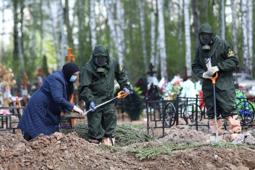 Pogrzeb ofiary COVID-19 w Rosji /Zykov Kirill /PAP/EPA