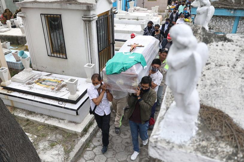 Pogrzeb ofiary koronawirusa w Meksyku /SASHENKA GUTIERREZ /PAP/EPA