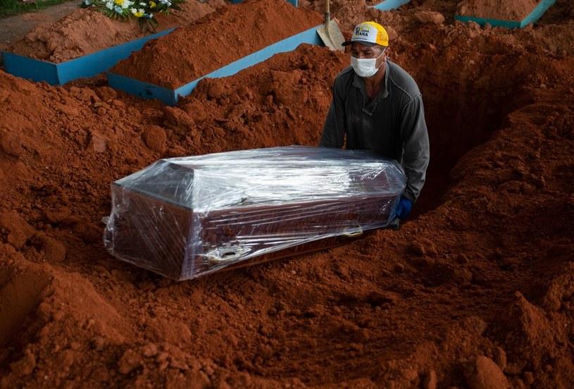 Pogrzeb osoby zmarłej na COVID-19 w Manaus, mieście znajdującym się w brazylijskiej części Amazonii, zdjęcie ilustracyjne /MICHAEL DANTAS/AFP /AFP