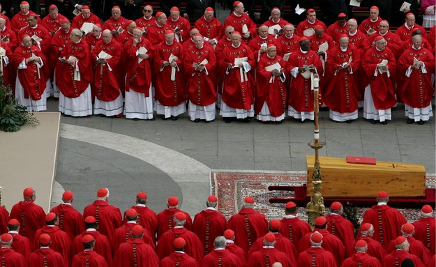 Pogrzeb papieża odbył się 8 kwietnia 2005 roku /ETTORE FERRARI/ANSA    /PAP/EPA