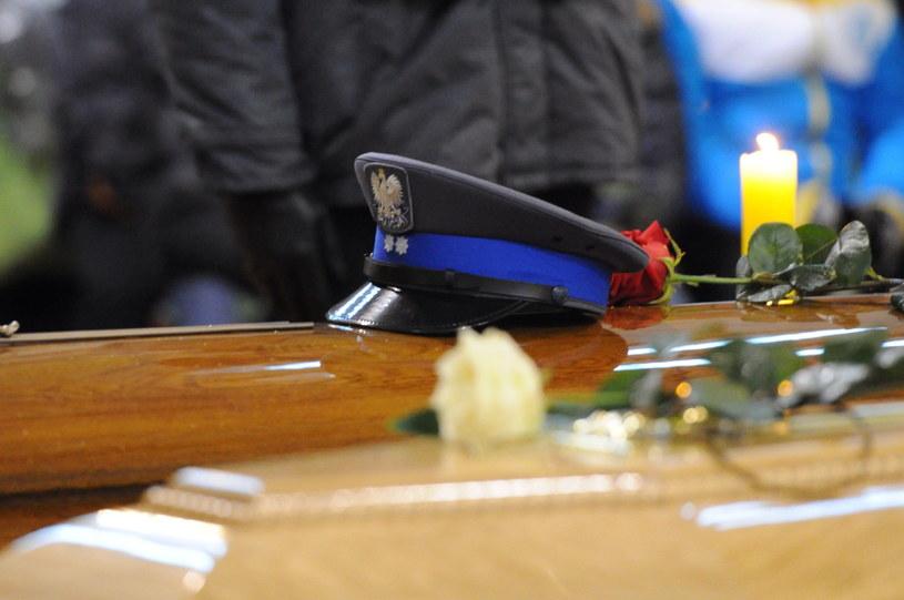 Pogrzeb trzech ofiar wypadku: policjanta, jego żony i syna, fot. Marcin Bielecki /PAP