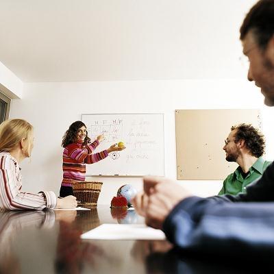 Pojawiają się kontrowersje, czy kursy i szkolenia w ogóle powinny być zaliczane do benefitów /© Bauer