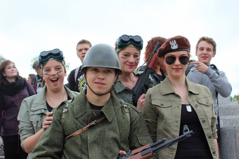 Pojawiły się między innymi przebrania militarne /Piotr Bułakowski /RMF FM