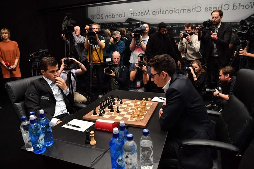 Pojedynek Magnusa Carlsena z Fabiano Caruaną /AFP
