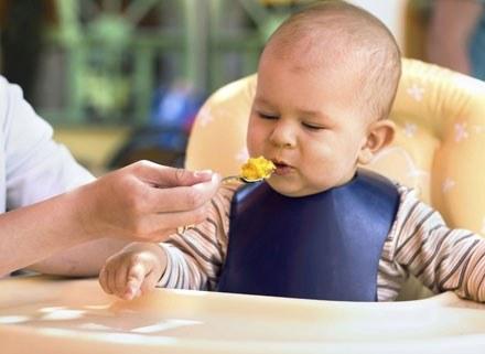 Pokaż dziecku różne smaki /ThetaXstock
