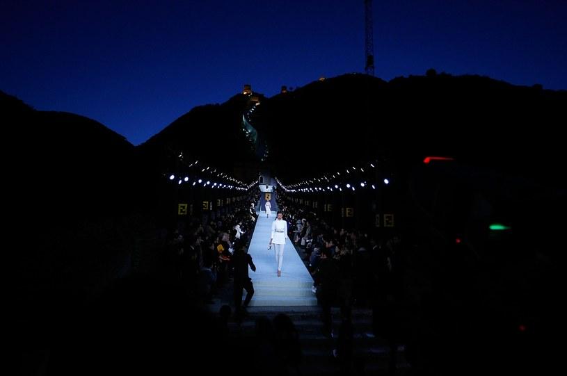 Pokaz Lagerfelda na Wielkim Murze Chińskim, fot. Lucas Dawson / Stringer /Getty Images