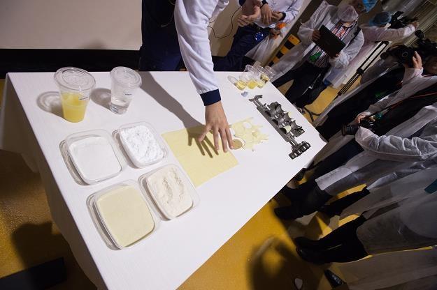 Pokaz procesu powstawania chipsów podczas otwarcia fabryki koncernu Kellog /PAP