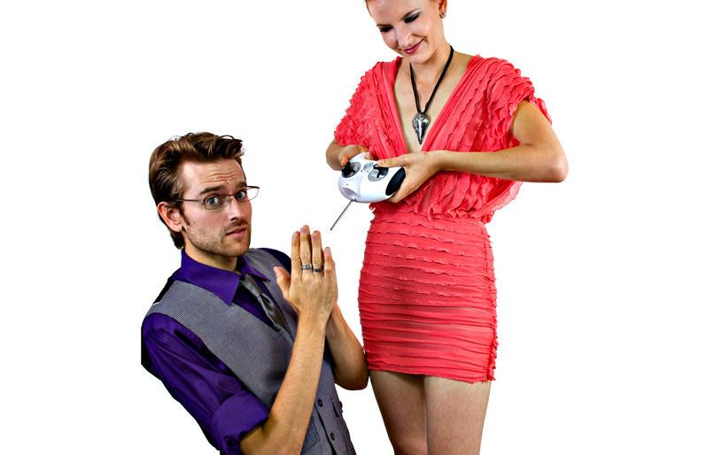 Pokaż żonie, że wyszła za prawdziwego faceta /123RF/PICSEL