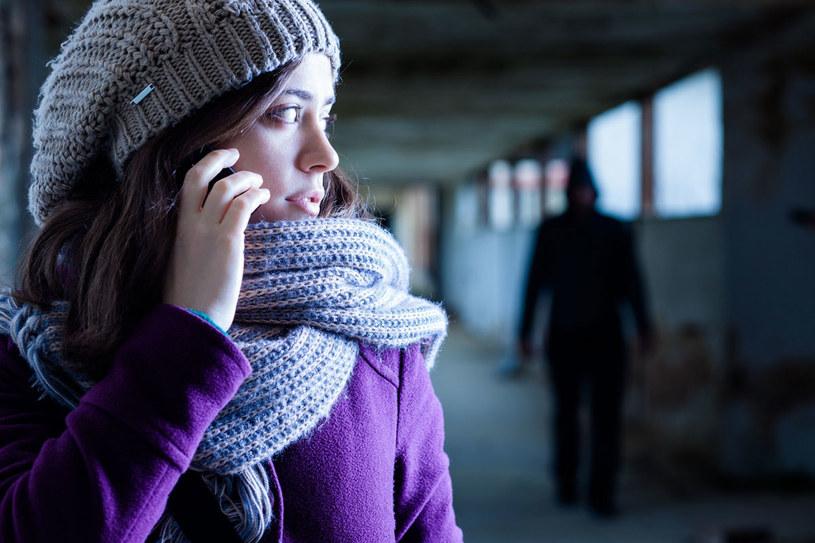 """Pokazałam policjantce SMS-y od natręta. Usłyszałam: """"Żeby mnie ktoś tak adorował..."""" /123RF/PICSEL"""
