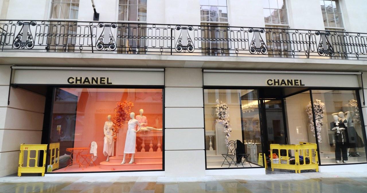 Pokazy Haute Couture: Króluje szarość, biel i czerń