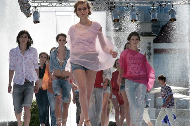 Pokazy mody na plaży... To brzmi bardzo stylowo /Sopocka Szkoła Fotografii WFH / Jerzy Hejber  /materiały prasowe