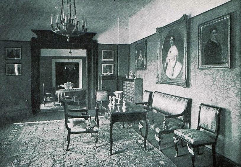Pokój z meblami w stylu empire, pałac w Nowym Kościele. Stan w 1930 roku                               Zbiory autora /