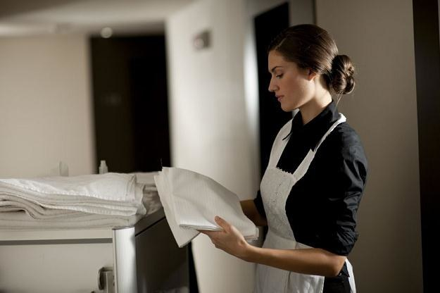 Pokojówki wyróżniają trzy rodzaje pokojów - stay, arrival i departure /123RF/PICSEL