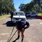 Pokonał maraton… ciągnąc samochód ważący 1500 kilogramów