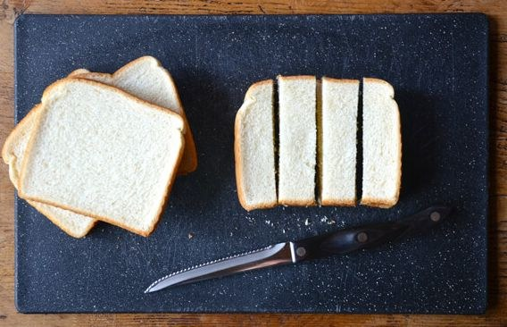 pokrój chleb w paski /© Photogenica