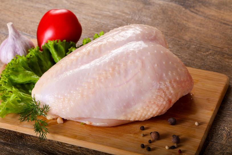 Pokrój mięso w kostki /©123RF/PICSEL
