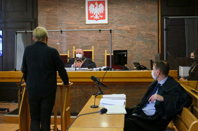 Pokrzywdzony Bartłomiej P. oraz sędzia Krzysztof Urbaniak /Tomasz Wojtasik /PAP