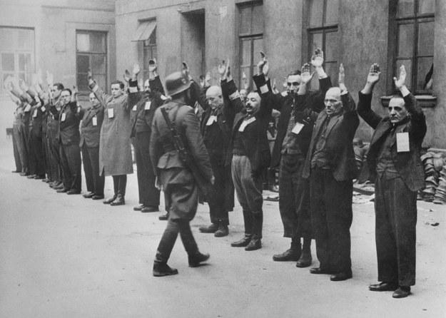 """""""Pokutujący do dziś pogląd o Żydach idących biernie na rzeź jest nieprawdziwy"""" /ARCHIVE /AFP"""
