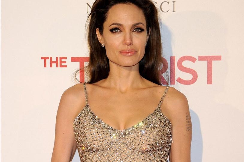 Pół roku temu Angelina Jolie profilaktycznie usunęła piersi z powodu zagrożenia nowotworem. /Getty Images/Flash Press Media