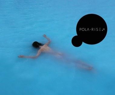 """Pola Rise świętuje rocznicę wydania """"Anywhere But Here"""". Zobacz klip """"No More"""""""