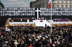 Polacy 5 lat po katastrofie w Smoleńsku. Co się zmieniło?
